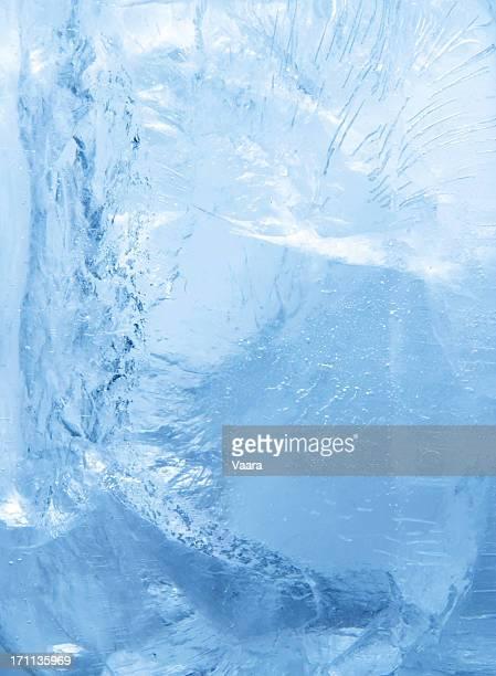 À l'intérieur de la glace