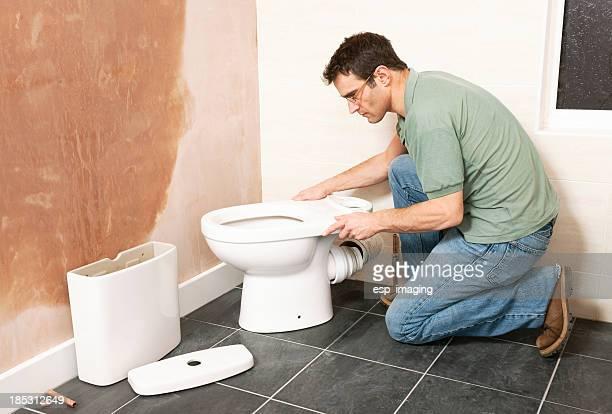 新しいトイレを設置したバスルーム