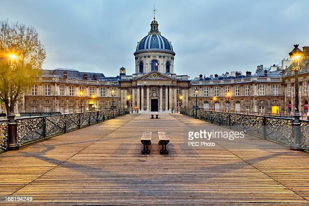 Institut de France (Acad?mie fran?aise) from pont