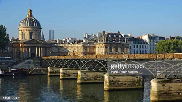 Institut de France, Seine, Pont des Arts, Paris