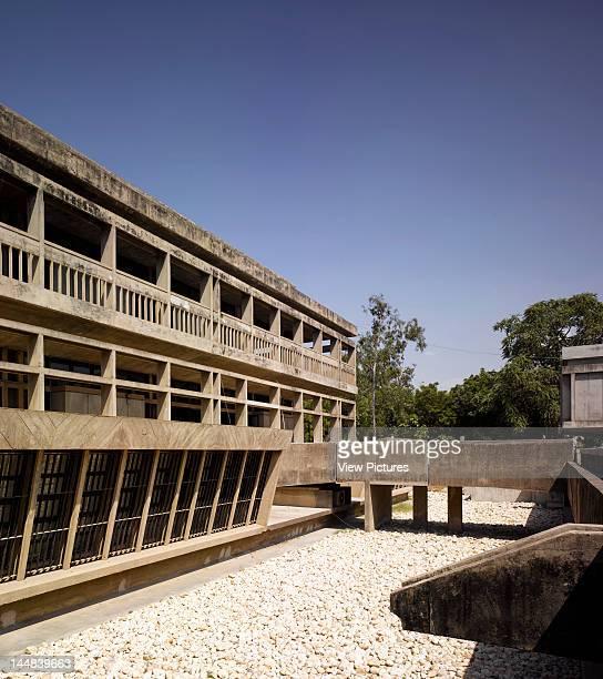 Institute Of IndologyAhmadabad Gujarat India Architect Balkrishna Doshi Institute Of IndologyLow View Showing Concrete Guttering And Connection Bridge