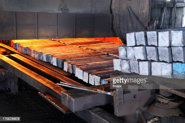 Intake of metal on a melting furnace