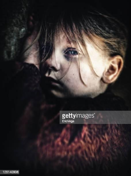 Intensive Look von ein junges Kind