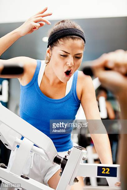 Intense personal trainer in palestra