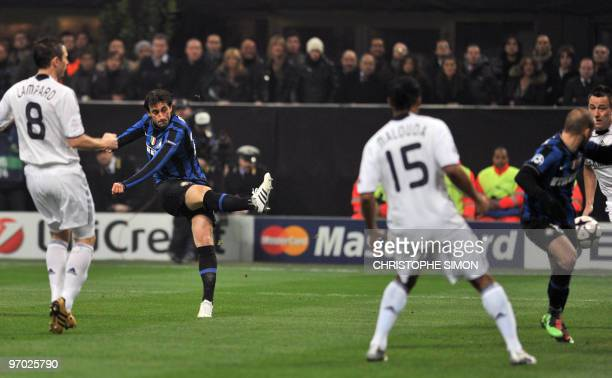 Inter Milan's Argentinian forward Alberto Milito Diego shoots to score the first goal against Chelsea during their UEFA Champions League second round...