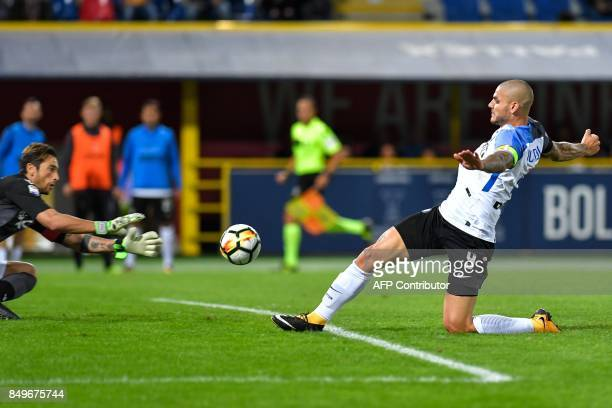 Inter Milan's Argentinian forward Mauro Icardi tries to score past Bologna goalkeeper Antonio Mirante during the Italian Seriea A match Bologna...