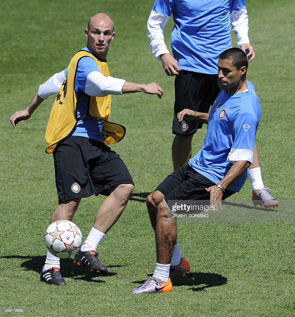 Inter Milan's Argentinian midfielder Esteban Cambiasso (L) and Colombian defender Ivan Ramiro Cordoba take part in a team training session at the Alfredo Di Stefano stadium in Madrid, on May 21, 2010, on the eve of the UEFA Champions League Final against Bayern Munich.