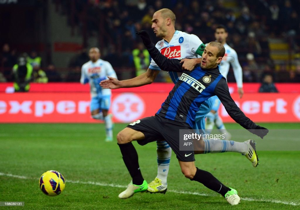 Inter Milan's Argetinian forward Rodrigo Sebastian Palacio (R) fights for the ball with Napoli's defender Paolo Cannavaro during the Italian serie A football match between Inter MIlan and Napoli on December 9, 2012 at the San Siro stadium in Milan. AFP PHOTO / OLIVIER MORIN