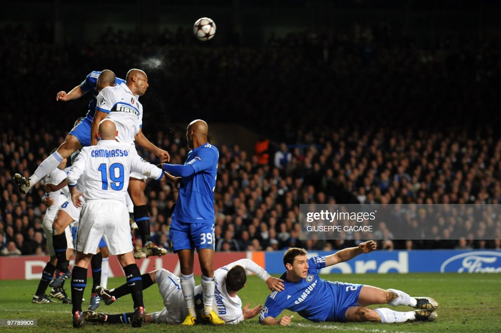Inter Milan's Brazilian defender Maicon (R) heads the ball flanked by Chelsea's Brazilian defender Alex during the second leg in the round of 16 UEFA Champions League football match between Chelsea and Inter Milan at Stamford Bridge football stadium, London on March 16, 2010.