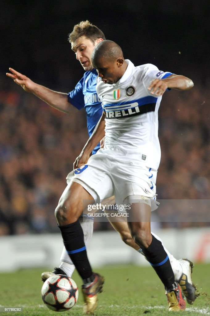 Inter Milan's Cameroonian forward Samuel Eto'o kicks to score flanked by Chelsea's defender Branislav Ivanovic during their second leg in the round of 16 UEFA Champions League match at home to Chelsea at Stamford Bridge football stadium, London on March 16, 2010.
