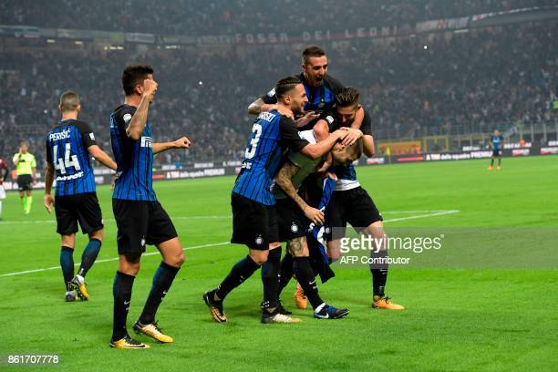 Inter Milan's Captain Argentinian forward Mauro Icardi celebrates with teammates after winning 32 the Italian Serie A football match Inter Milan Vs...
