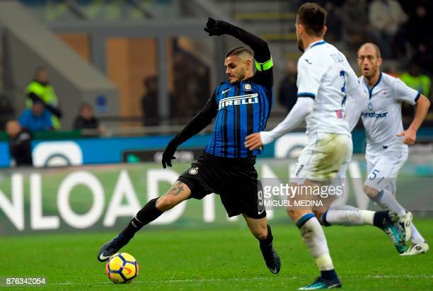 Inter Milan's Captain Argentinian forward Mauro Icardi controls the ball next to Inter Milan's Italian defender Danilo D'Ambrosio during the Italian...