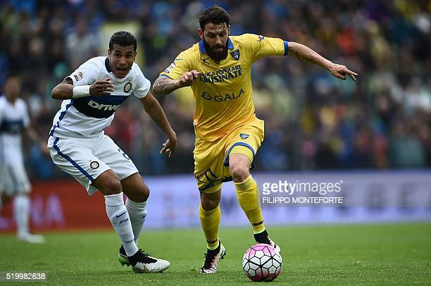 Inter Milan's Colombian defender Jeison Murillo vies with Frosinone's Italian forward Daniele Verde during the italian Serie A football match between...