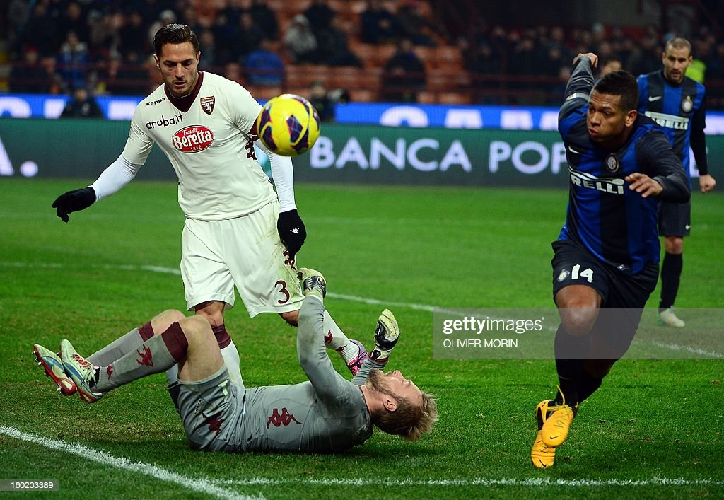 Inter Milan's Columbian midfielder Alejandro Guarin Vasquez Fredy (R) fights for the ball with Torino's Belgium goalkeeper Jean Francois Gillet during the serie A match Inter Milan vs Torino, on January 27, 2013 at the San Siro stadium in Milan. AFP PHOTO / OLIVIER MORIN