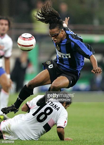 C Inter Milan's Dutch midfielder Edgar Davids jumps with the ball over Palermo's Argentinian midfielder Mario Alberto Santana during their Serie A...