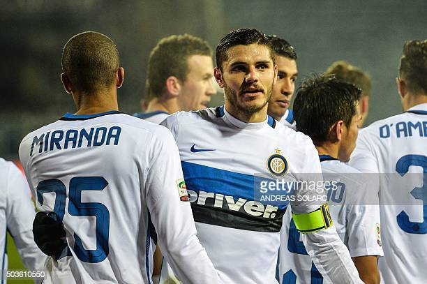 Inter Milan's forward from Argentina Mauro Icardi celebrates with teammates after scoring during the Italian Serie A football match Empoli vs Inter...