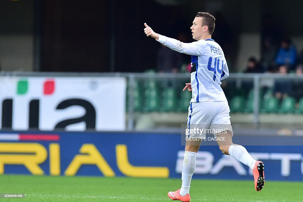 Inter Milan's forward from Croatia Ivan Perisic celebrates after scoring during the Italian Serie A football match Verona vs Inter Milan at the Bentegodi Stadium in Verona on Febrauary 7, 2016. / AFP / GIUSEPPE CACACE