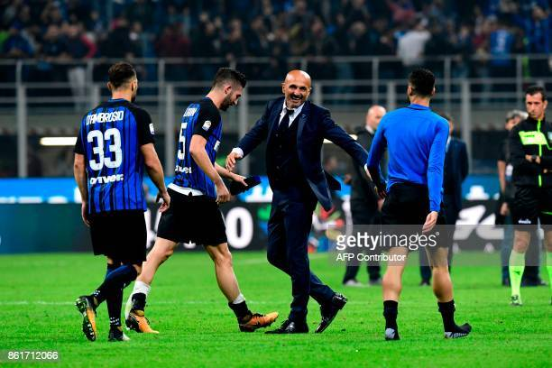 Inter Milan's Italian coach Luciano Spalletti celebrates with players after winning the Italian Serie A football match Inter Milan Vs AC Milan on...