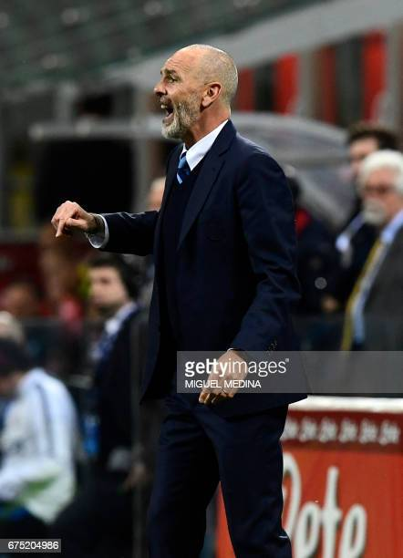 Inter Milan's Italian coach Stefano Pioli reacts during the Italian Serie A football match between Inter Milan and Napoli at the San Siro stadium in...