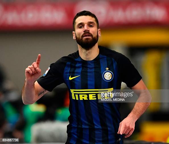 Inter Milan's Italian midfielder Antonio Candreva celebrates after scoring the second goal during the Serie A match between Inter Milan and Empoli FC...