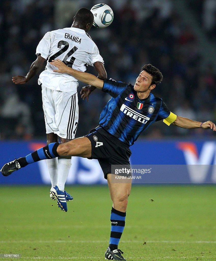 Inter Milan s Javier Zanetti R challen