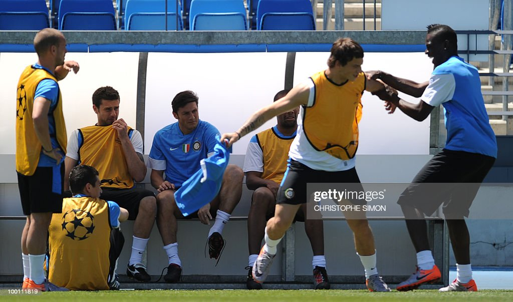 Inter Milan's Javier Zanetti (3rd L) watches as team-mate Mario Balotelli (R) play fights ahead of a training session at the Alfredo Di Stefano stadium in Madrid, on May 21, 2010, on the eve of the UEFA Champions League Final against Bayern Munich.