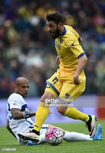 Inter Milan's midfielder from Brazil Felipe Melo vies with Frosinone's forward from Italy Daniele Verde during the italian Serie A football match...