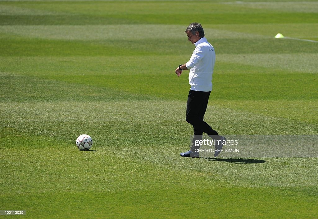 Inter Milan's Portuguese manager Jose Mourinho supervises a team training session at the Alfredo Di Stefano stadium in Madrid, on May 21, 2010, on the eve of the UEFA Champions League Final against Bayern Munich.