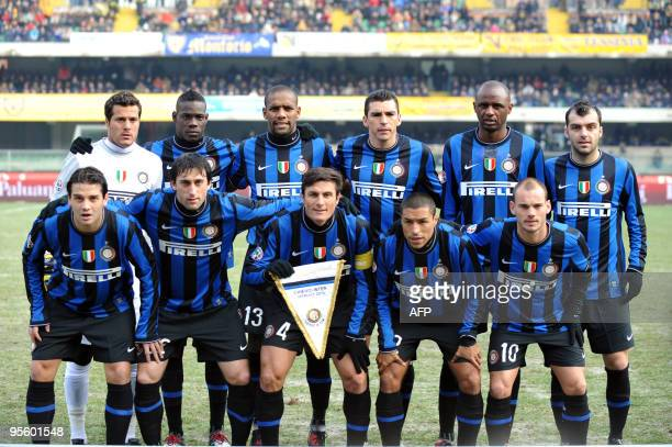 Inter Milan's team poses priortheir Italian Serie A football match against Chievo on January 6 2010 at Bentegodi Stadium in Verona Inter Milan...