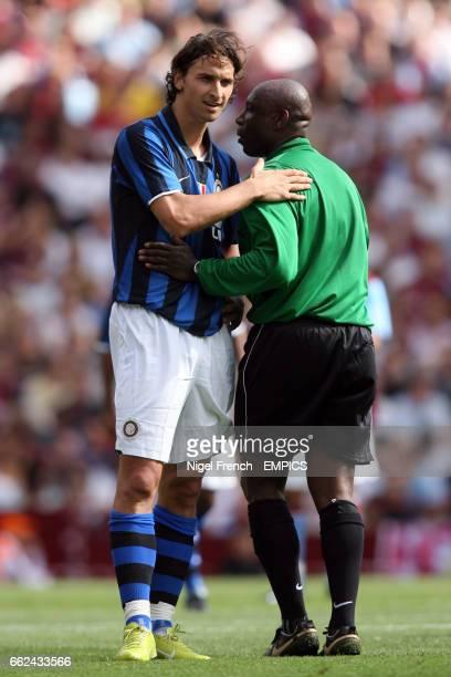 Inter Milan's Zlatan Ibrahimovic with referee Uriah Rennie