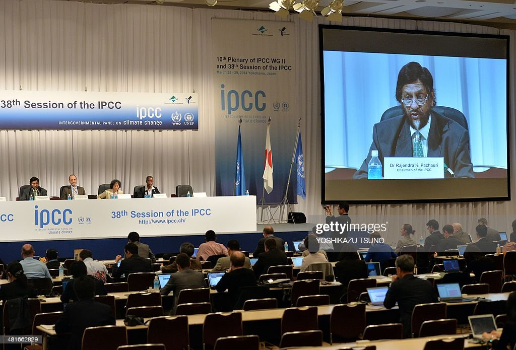 Intergovernmental Panel on Climate Change (IPCC) chairman Rajendra Pachauri ispeaks (L) at a press conference after the 10th plenary of the IPCC Working Group II in Yokohama, suburban Tokyo on March 31, 2014. Soaring carbon emissions will amplify the risk of conflict, hunger, floods and migration this century, the UN's expert panel said in a landmark report on the impact of climate change. AFP PHOTO / Yoshikazu TSUNO