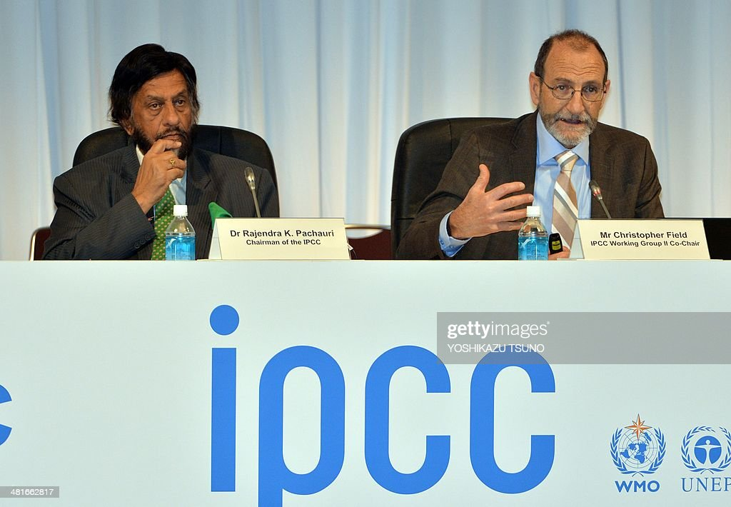 Intergovernmental Panel on Climate Change (IPCC) Working Group II co-chairman Chris Field (R) delivers a speech while IPCC chairman rajendra Pachauri (L) look on at a press conference after the 10th plenary of the IPCC Working Group II in Yokohama, suburban Tokyo on March 31, 2014. Soaring carbon emissions will amplify the risk of conflict, hunger, floods and migration this century, the UN's expert panel said in a landmark report on the impact of climate change. AFP PHOTO / Yoshikazu TSUNO