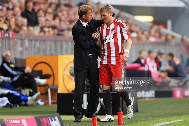 Interim coach Andries Jonker of Muenchen shakes hands with Bastian Schweinsteiger after his substitution during the Bundesliga match between FC...