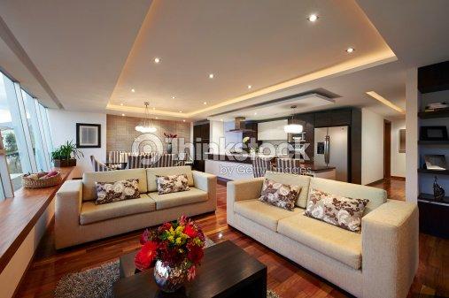 Salotto Moderno Grande : Interior design grande salotto moderno foto stock thinkstock