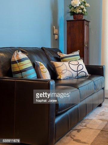 Diseño Interior moderno de sala de estar con sofá, negro : Foto de stock
