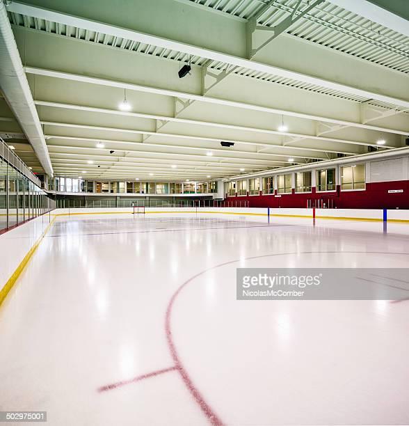 Intérieur de la patinoire de hockey sur glace