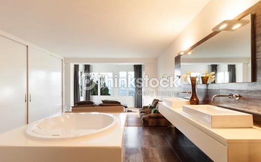 Interno di una bellissima casa foto stock thinkstock for Interno di una casa