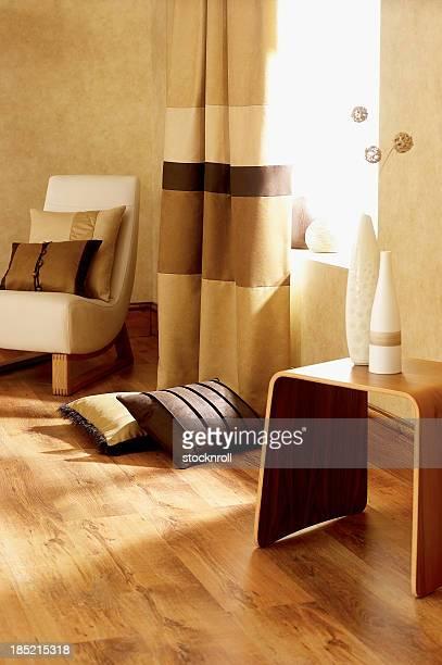 インテリアのクラシックな椅子、クッション