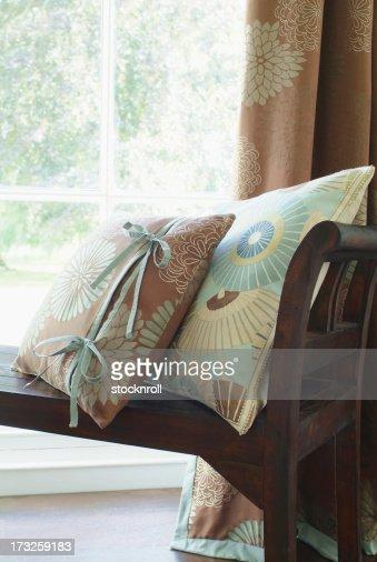 Interior de almohadones en la ventana de la licencia