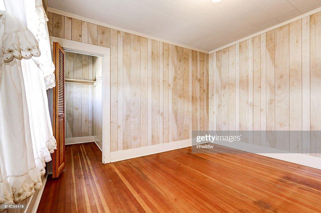 Interior of empty room in old house : Foto de stock