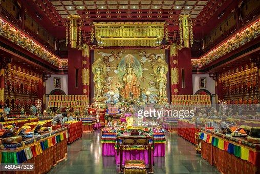 Interior do Buda dente reminiscência Templo, Singapura : Foto de stock