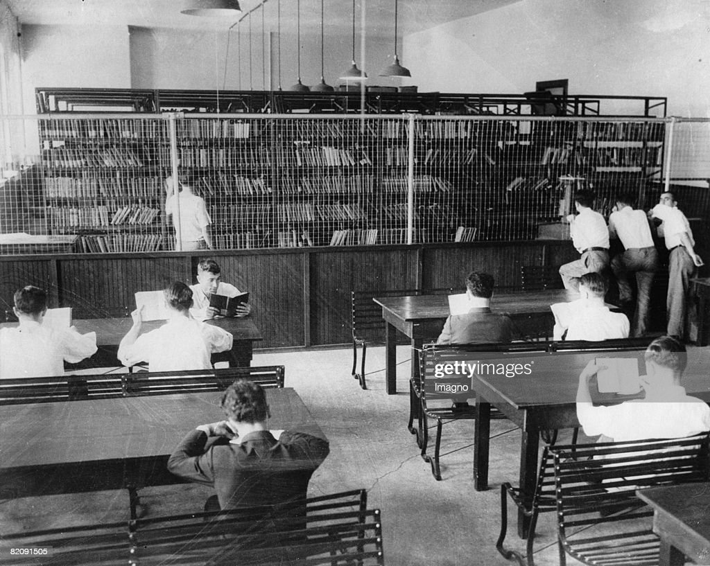 Interior of the library of the jail SingSing New York Photograph Around 1935 [Innenansicht der Bibliothek des Gefngnisses SingSing im Budesstaat New...