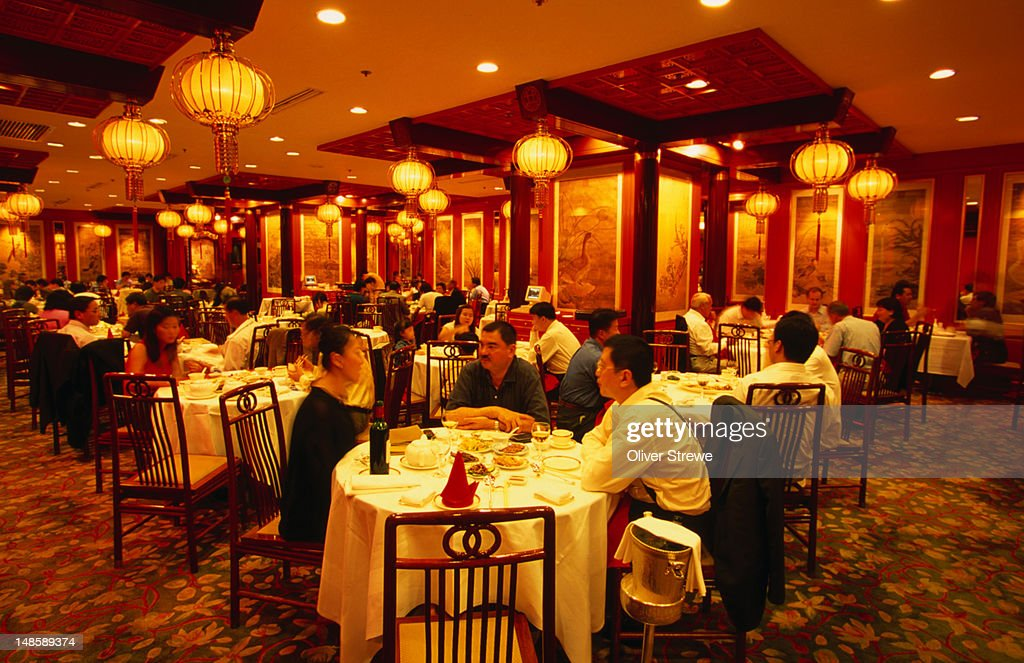 Interior of the Shang Palace, an ' exquisite ' Cantonese restaurant in Kowloon : Stock Photo