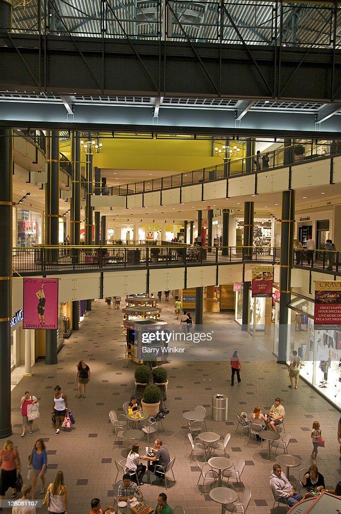 Interior Sky Bridges At Mall Of America The Largest Mall In The - Largest malls in usa