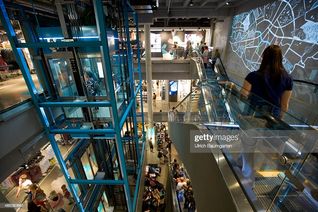 interior view department store primark on alexanderplatz in berlin - Primark Online Bewerbung