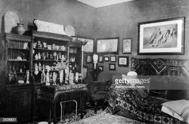 Interior view of the study used by Austrian psychoanalyst Sigmund Freud Vienna Austria 1910s