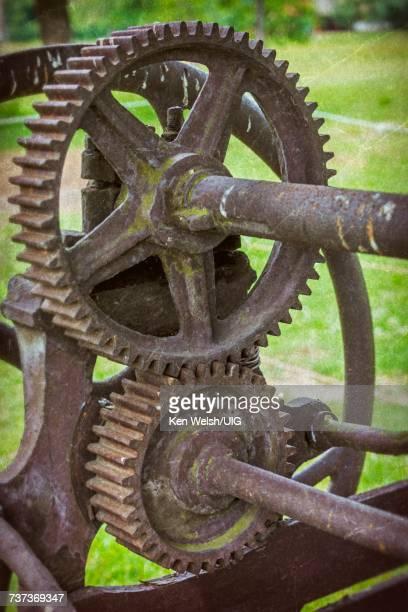 Interlocking cog wheels