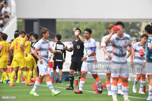 Intermission for drinking the water during the JLeague J3 match between Giravanz Kitakyushu and AC Nagano Parceiro at Mikuni World Stadium on June 25...