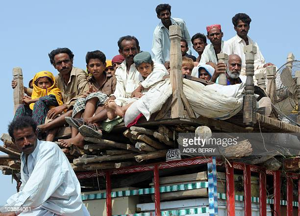 Internally displaced Pakistanis from Gahri Kahiro arrive in Sukkur on September 3 2010 after spending several days on the road to find shelter Relief...