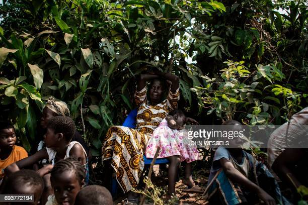 Internally Displaced Persons wait at a camp for IDP's fleeing from the conflict in the Kasai Province on June 4 2017 in Kikwit / AFP PHOTO / JOHN...